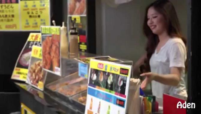 Уличная еда в Японии - Окономияки, Такояки, лапша (Видео)