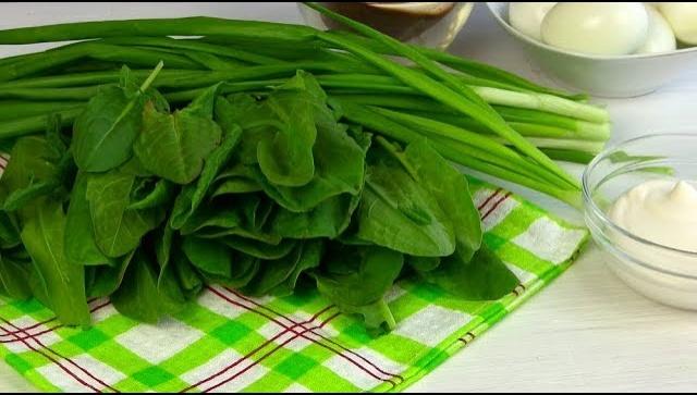 Салат майский с щавелем - Видео-рецепт