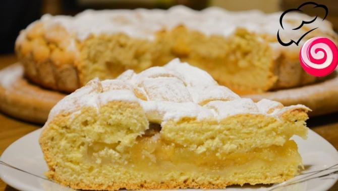 Пирог с яблоками на сметанном (кефирном) тесте - Видео-рецепт