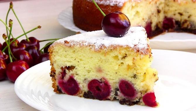 Пирог на кефире с вишней - Видео-рецепт