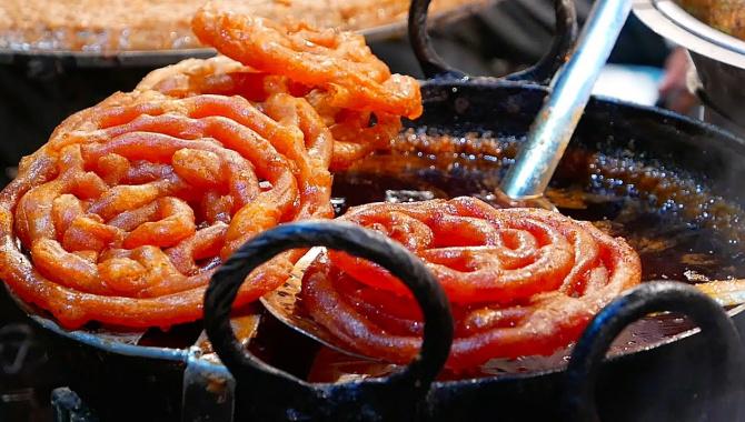 Уличная еда в Индии - Джалеби (Видео)