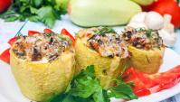 Фаршированные кабачки с курицей и грибами - Видео-рецепт