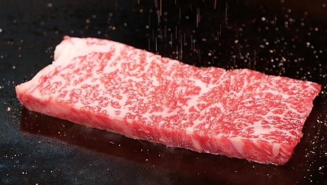 Уличная еда в Японии - Говядина Кобе Тэппанъяки (Видео)