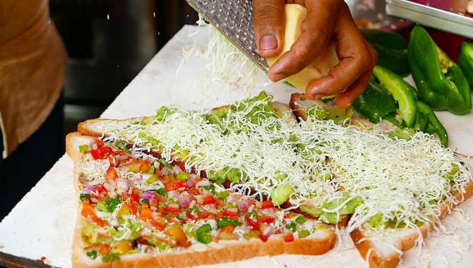 Уличная еда в Индии - Быстрое приготовление сэндвича (Видео)