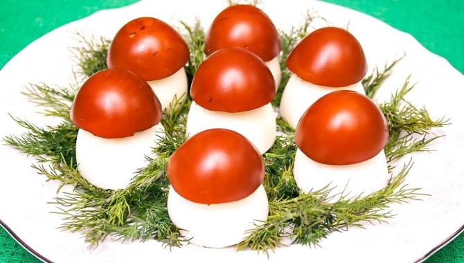 Закуска из фаршированных яиц Грибочки-боровички - Видео-рецепт