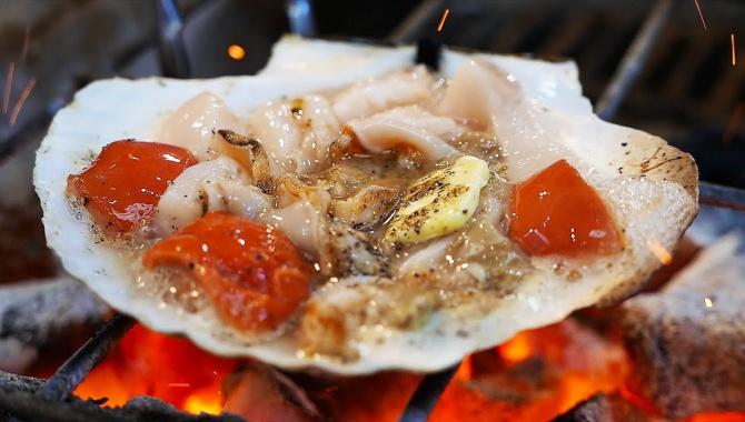 Уличная еда в Японии - Морепродукты на рынке в Осаке (Видео)