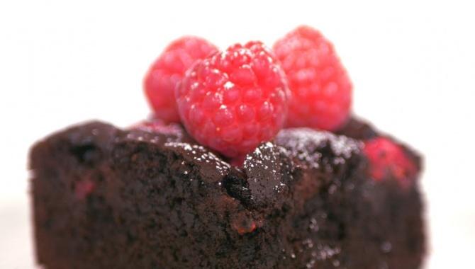 Брауни с малиной. Супер шоколадный и ягодный - Видео-рецепт