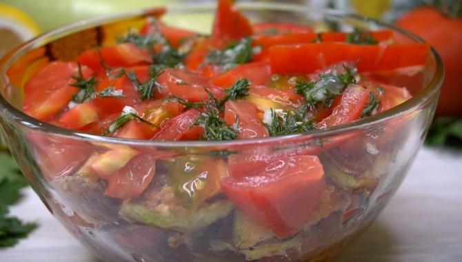 Салат с кабачком и помидором - Видео-рецепт