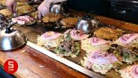 Уличная Еда в Японии - Приготовление Окономияки (Видео)