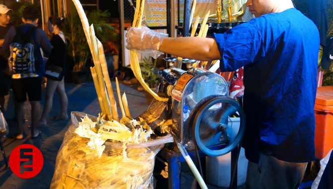Сок из сахарного тросника - Чиангмай, Таиланд (Видео)