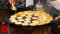 Уличная еда в Таиланде - Приготовление Такояки (Видео)