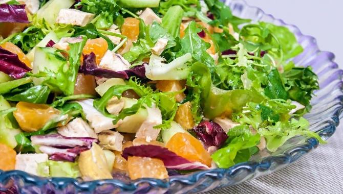 Салат с мандаринами и курицей - Видео-рецепт