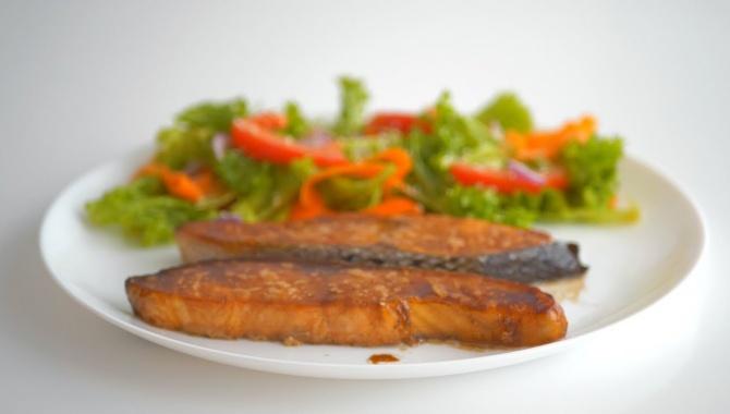 Рыба, запеченная в духовке - Видео-рецепт