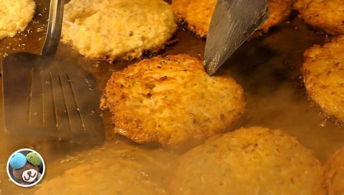 Корейская уличная еда - Оладьи из бобов Мунг (Видео)
