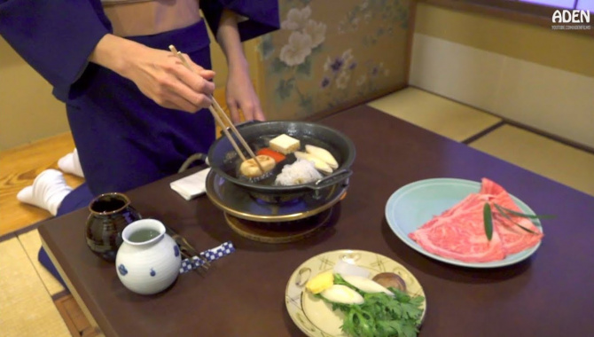 Японская Еда в Токио - Сукияки (Видео)