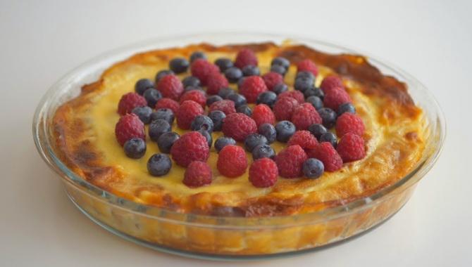 Блинный пирог Масленичный с творогом и изюмом - Видео-рецепт