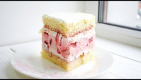 Бисквитный клубничный торт с муссовой прослойкой  - Видео-рецепт