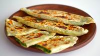 Лепешки на сковороде с зеленью и сыром - Видео-рецепт