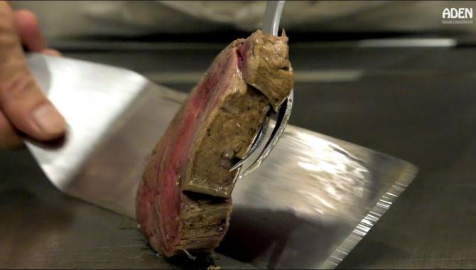Приготовление говядины Вагю, риса с морепродуктами на сковороде Теппан (Видео)