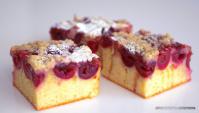 Простой вишнёвый пирог с хрустящей крошкой - Видео-рецепт