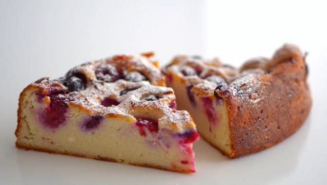 Необычный творожный заварной пирог с ягодами - Видео-рецепт