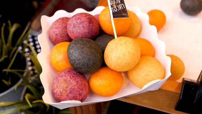 Уличная еда в Таиланде - сладкие картофельные шарики (Видео)