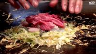 Японская Еда - Лепешка в японском стиле из овощей, говядины и морепродуктов, жаренный рис с чесноком и мороженое теппаньяки (Видео)
