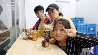 Готовим и едим в корейском магазине (Видео)