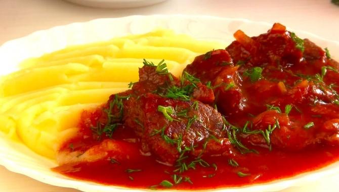 Очень Вкусный Настоящий ГУЛЯШ!Нежнейшее Мясо с Густой подливой - Видео-рецепт