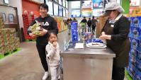 Пробуем необычную еду в Корейском магазине (Видео)