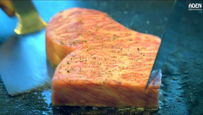 Японская Еда - Приготовление стейка из Вагю на сковороде теппан (Видео)
