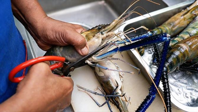 Тайская Еда (Бангкок) - Гигантские креветки, приготовление блюда (Видео)