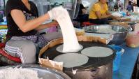 Тайская уличная еда - Очень тонкие блинчики (Видео)