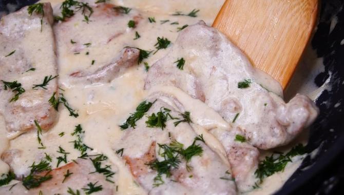 Мясо в сметано-чесночном соусе - Видео-рецепт