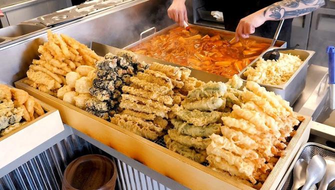 Популярная уличная еда в Японии - Токпокки, Кимбап, Фишкейки и другая еда (Видео)