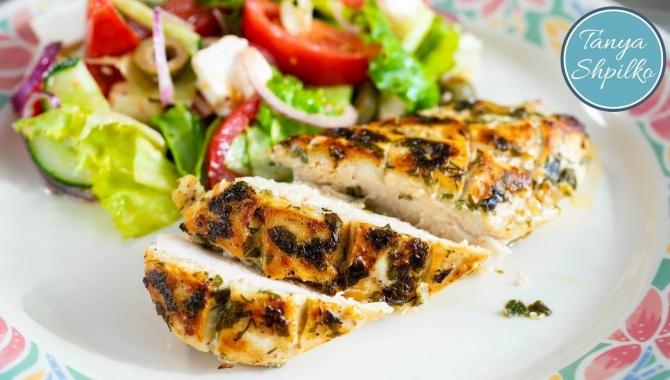 Вкусное и сочное куриное филе в ароматном маринаде - Видео-рецепт