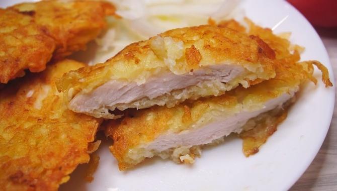 Курица в картофельной соломке - Видео-рецепт