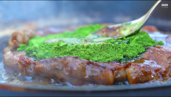 Японская Еда - Приготовление стейка с зеленым чаем маття (Видео)