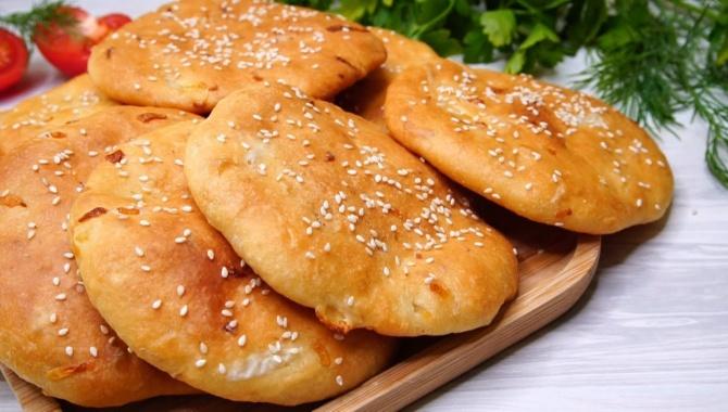 Лепешки с луком в духовке - Видео-рецепт