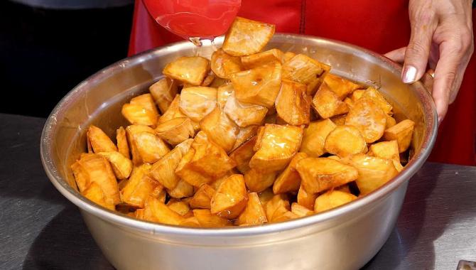 Уличная еда в Корее - Сладкий картофель, глазированный сахаром (Видео)