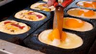 Уличная еда в Корее - Хлеб с яйцом и сыром (Видео)