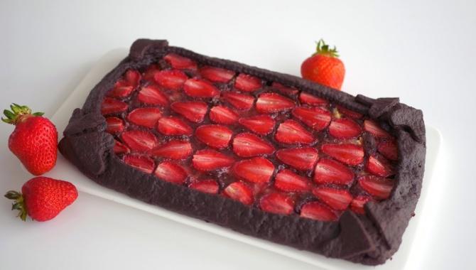 Простой клубничный пирог на песочном тесте - Видео-рецепт