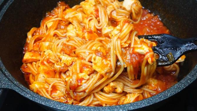Спагетти с мясом в томатном соусе - Видео-рецепт