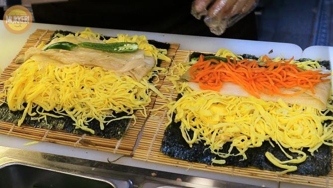 Корейская уличная еда - Яичный Кимбап (Видео)