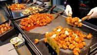 Уличная еда в Корее - Хрустящая жареная курица с чесноком (Видео)