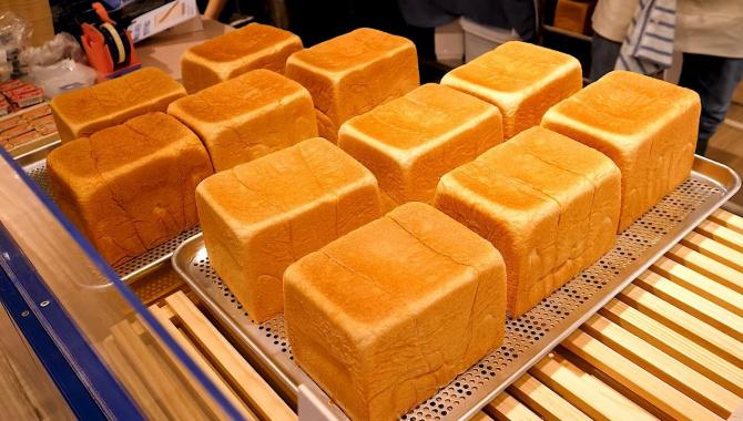Универмаг в Корее - Приготовление тостов с различными начинками из свежего яичного хлеба (Видео)