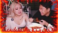 Эта Еда Довела Её До Слез! Острые ТОКПОККИ, большой Корндог (Видео)