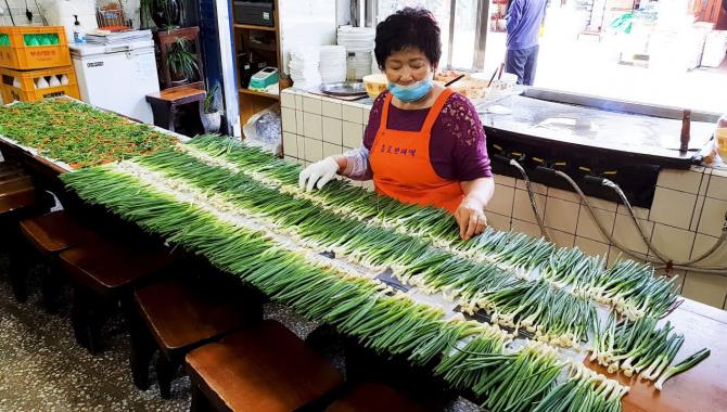 Уличная еда в Корее - Блины с зеленым луком (Видео)
