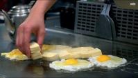 Стритфуд в Тайване. Приготовление еды на плоской сковороде Тэппан (Видео)