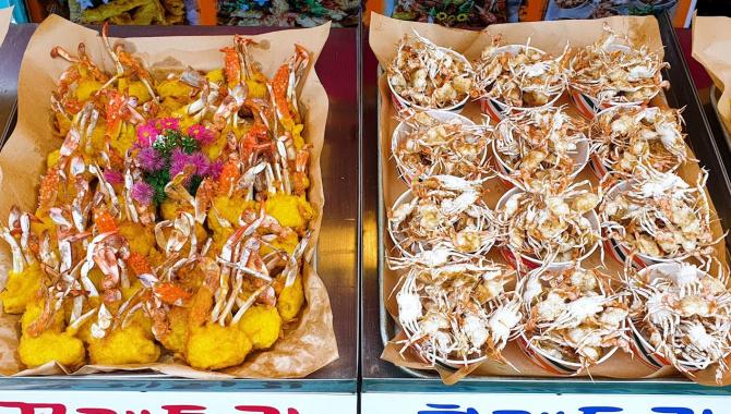 Корейская уличная еда - Жареные крабы, креветки и кальмары (Видео)